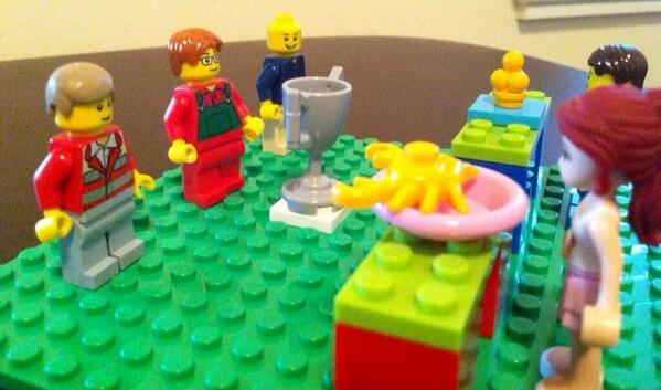 RT @grahamelliot: Look how awesome this Lego #MasterChef set is! @jbastianich @gordonramsay http://t.co/pFJNZZVlBp