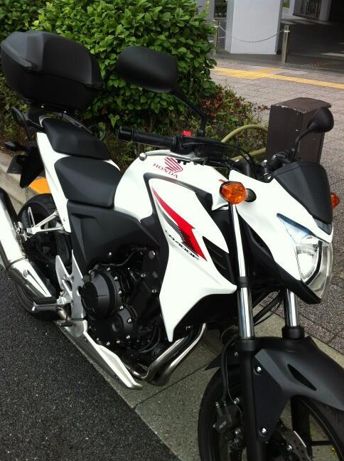 ようやく乗れたCB400F。やたら評判がいいので半信半疑だったのですが、参りました。意のままに操ることができ、まさに街の遊撃手。楽しいバイクです! http://t.co/iz77bASXEr
