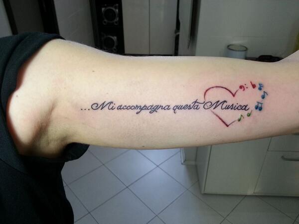 @MarroneEmma Amò.. Vedi il tatuaggio di una fans.. ;) http://t.co/sPElQ7wkE4
