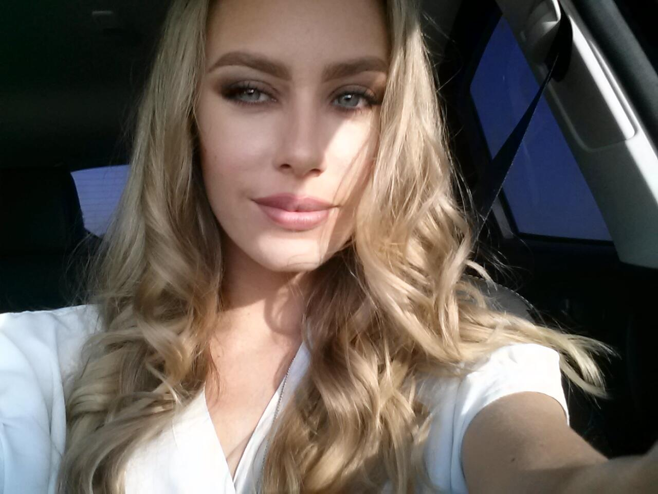 RT @XNicoleAnistonX: Driving to Hollywood :-) http://t.co/B5X0brfFOB