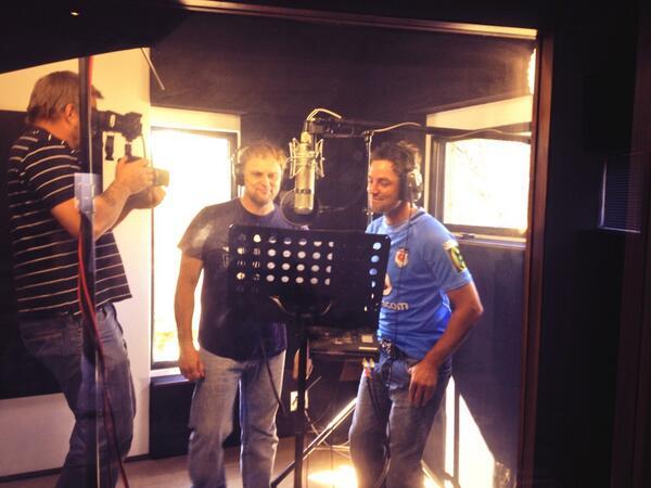 Ek is baie excited oor my en @steve_hofmeyr se duet 'Sal ons ooit weer kan slaap'. Klaar met die EPK. #DisHoeOnsRol http://t.co/pduBFn7QcZ