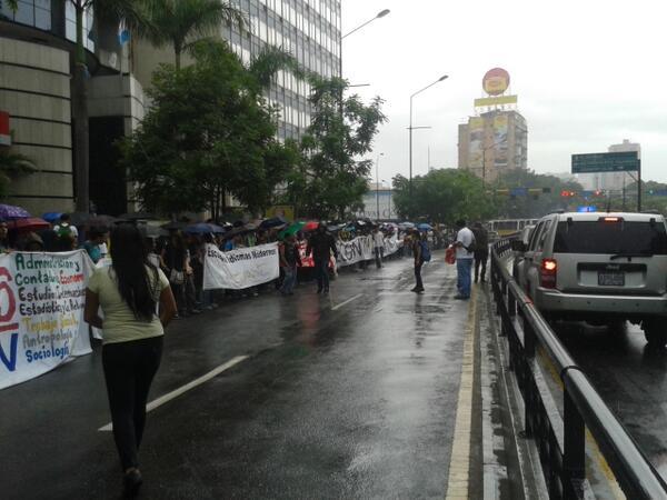 Estudiantes Marchan Hasta El Ministerio De Interior Y