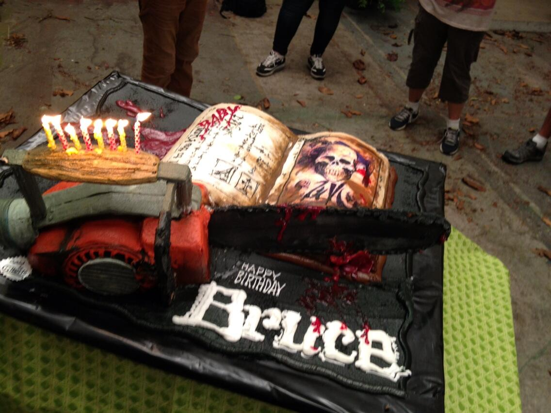 An early 55th birthday celebration on the Burn Notice set. Now THAT'S a cake! http://t.co/hcymcpz68k