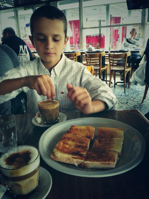 Sandwiches caliente & Cortado en vaso! Expreso Pocitos #Montevideo http://t.co/dmxb6wVpKM