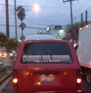 Microbus: 'Cuando sea grande voy a ser coaster' #SóloEnElSalvador cc @HumorGuanaco http://t.co/TRwczYijL1
