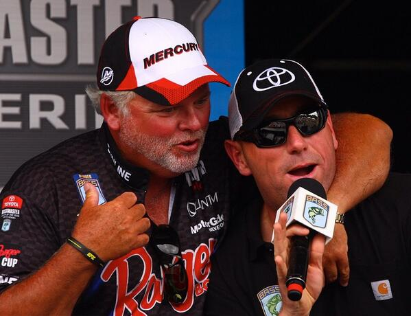 RT @FactsofFishing: This Tommy Biffle head lock on the #Bassmaster stage yesterday was truly a career highlight for me lol. http://t.co/FUt…
