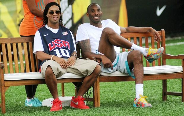 Kobe Bryant watches a pick up game with Ronaldinho, shows off some skills