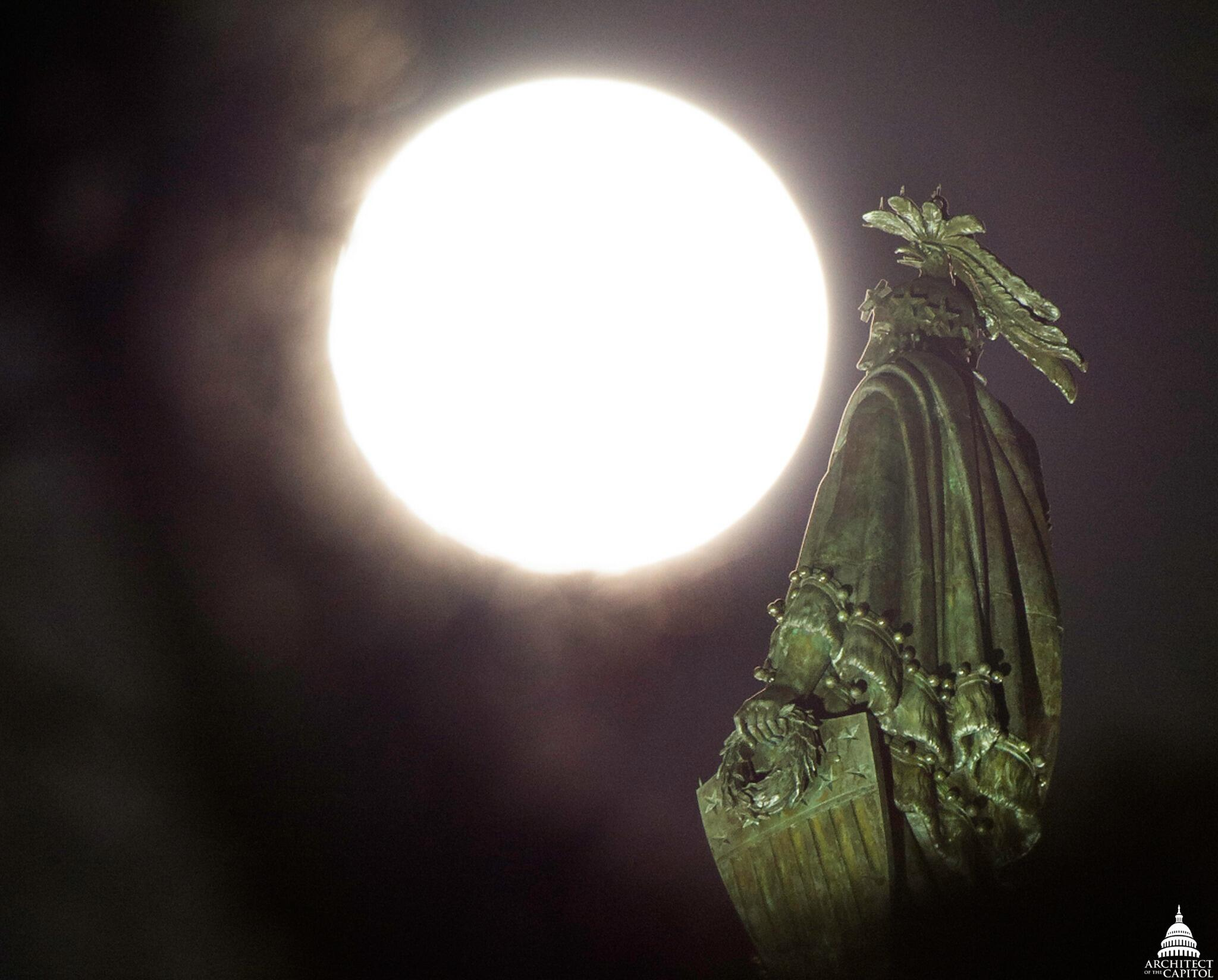 ICYMI: Supermoon on Saturday rises over the Statue of Freedom atop the Capitol. #DC http://t.co/GASsnZAhxo