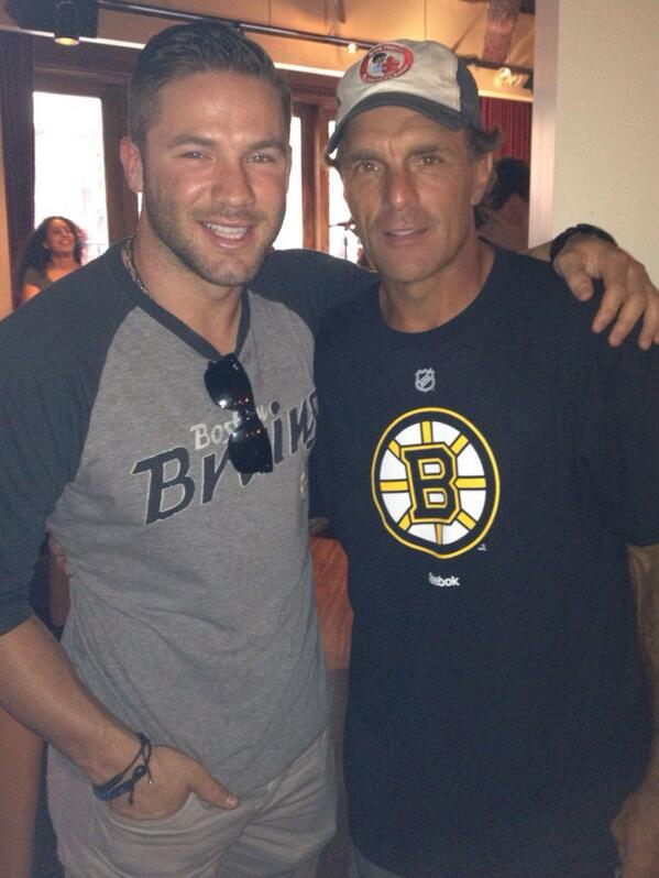 Edel stopping by the party before the b's much appreciated bud. Leggggo @NHLBruins @flutiefdn @Edelman11 #bruins http://t.co/Pc9R5pVVsq