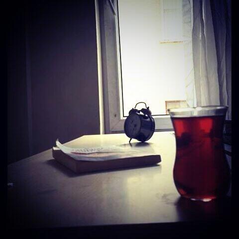 Sonra çay bize bir gerçeği daha öğretti; Bekleyen her şey soğur, acır ve bayatlar...! http://t.co/zodCOeKsWC