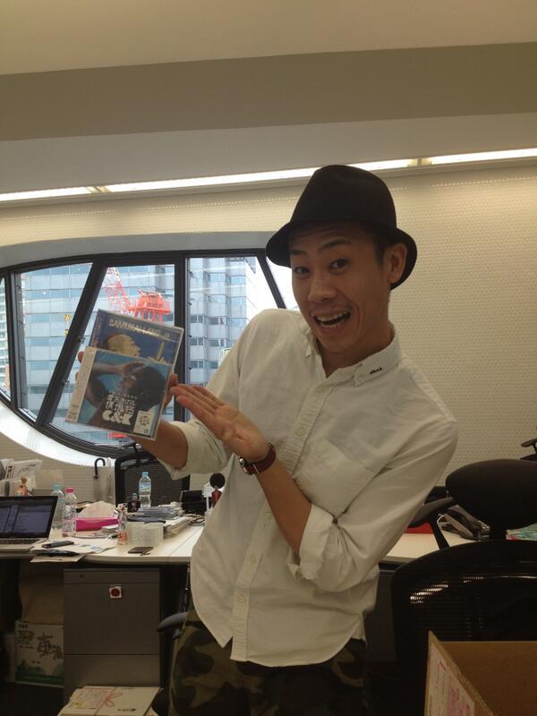 【C&K】KEENさんがご来社されました!http://t.co/wQ02hpRps0 『愛を浴びて、僕がいる』と一緒に『SAMURAI LAND / 侍』も少し宣伝してくれています(笑)!さすが事務所の先輩ですね! http://t.co/leVRBq48DF