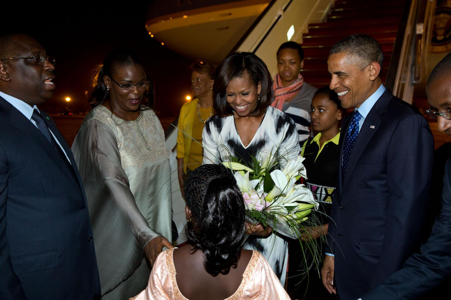 RT @petesouza: Photo of the First Family being welcomed at Senegal airport this evening http://t.co/aqlnO0udOh