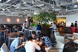 """test ツイッターメディア - 【DeNA】  「モバゲー」で有名なDeNA社が渋谷ヒカリエの本社内に設置した社食『Sakura Cafe』♡  オシャレなカフェ風の内装も魅力的ですが、それより惹かれるのは11~14時のランチタイムがなんと""""無料""""なこと♪  https://t.co/tOspykAyl7"""