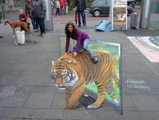 Check out this amazing 3-D art http://t.co/is5uO4PyTo