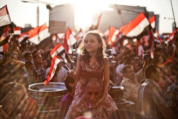 #EGYPT Beautiful photo: girl rises on shoulders of father, literally & figuratively. #Tahrir #June30 http://t.co/IwOAFBxrGT v @KareemLailah