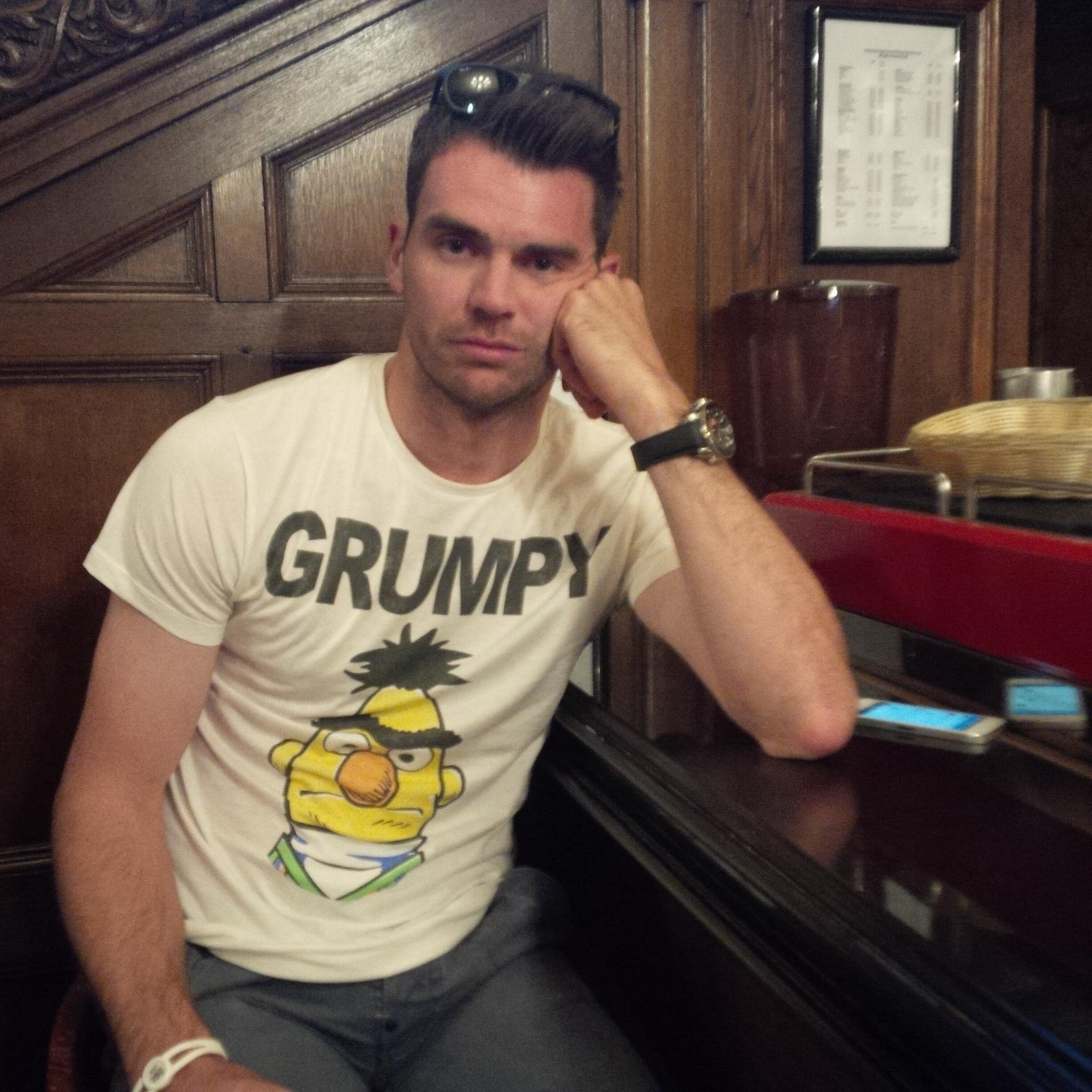 Jimmy looks thrilled with his new t-shirt I got him #miserablesoandso @jimmyanderson9 http://t.co/JAEDx8RKf1