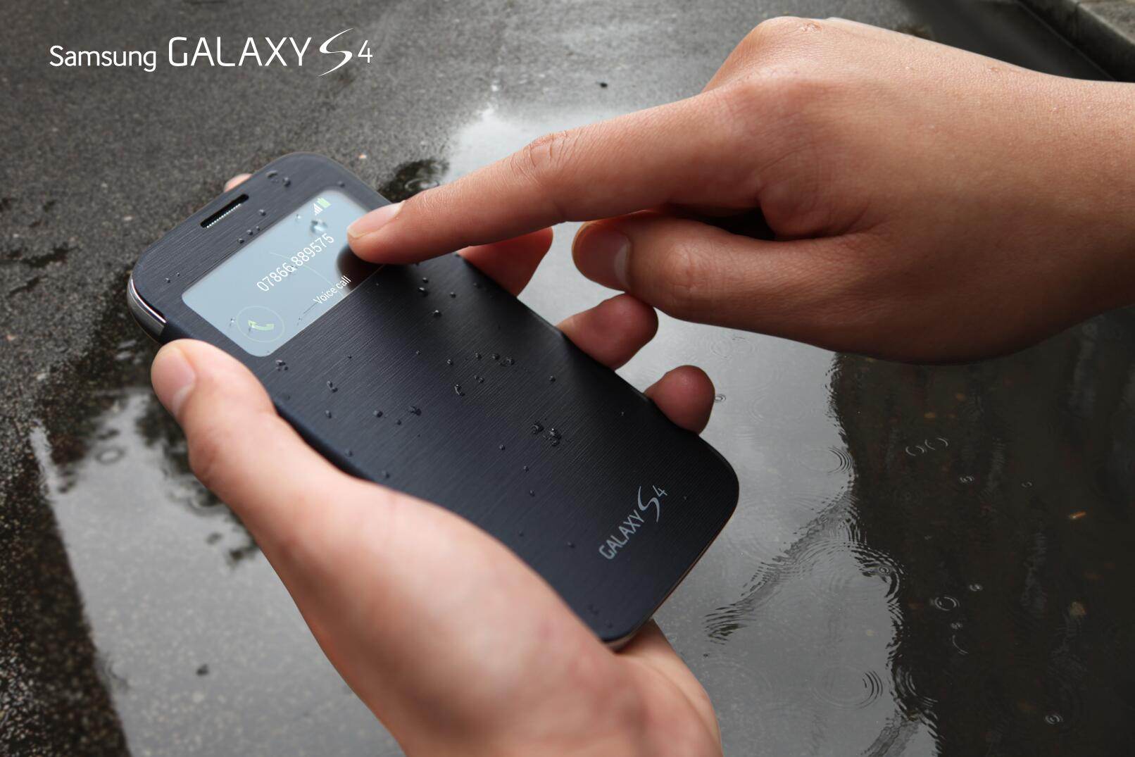 Protect your #GALAXYS4 with style. S View Cover provides the convenience of a screen window for status & alerts. http://t.co/38B673cjTN