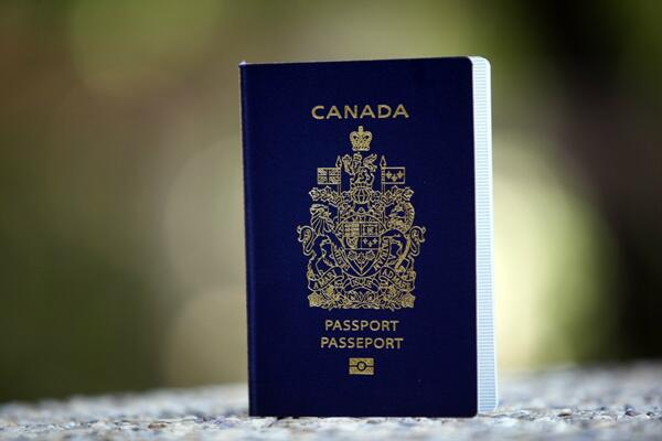 Canadian adults now have the choice of applying for a 5- or 10-year #ePassport http://t.co/tFEV6VBp6W