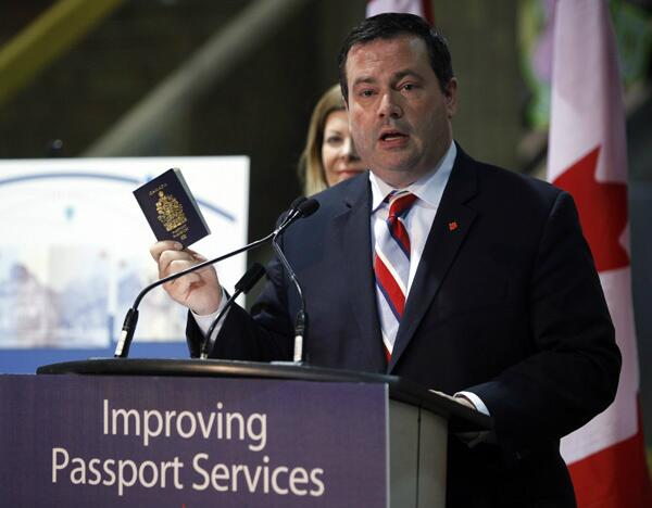 Minister Kenney, @kenneyjason, shows off Canada's new #ePassport! http://t.co/doIcnsbxjo