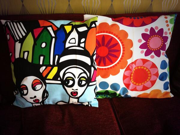 At last, just finished making two cushion covers for ME:o #handmade #fabric #cushion http://t.co/B3XSD1XgM5