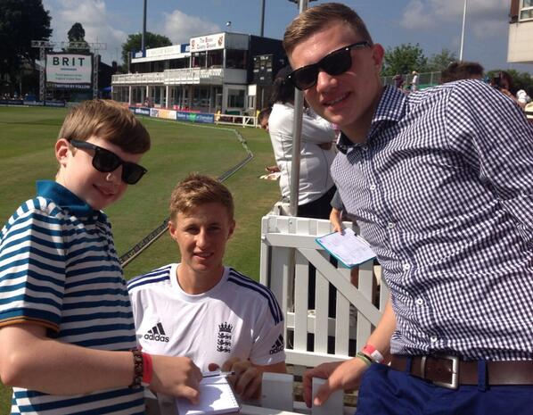 RT @samcook09: Yes @joeroot05 really is that small in real life! http://t.co/wAphzFJayq
