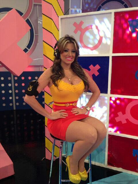 Sabrina Salemi Fans (@SabrinaSalemiFC): No se lo pueden perder!! RT @sabrinasalemi: Este Domingo en la @guerrasexosvv por @venevision http://t.co/GaPDCmvaSC