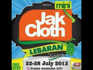 Mini @JakCloth 22-28 July at Parkir Mall GandariaCity, hajaaaaaaaaaar :D http://t.co/LcO9JRp5nC