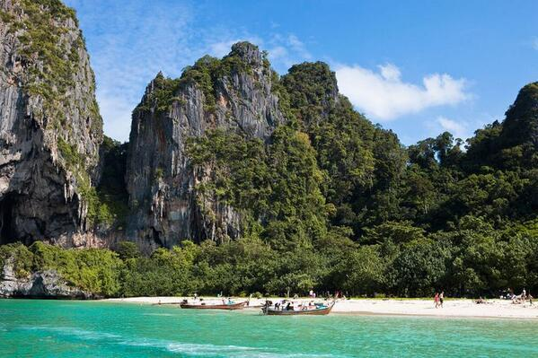 RT @_Paisajes_: Railay Beach, Krabi, Tailandia. http://t.co/GZmLFCp1Xm
