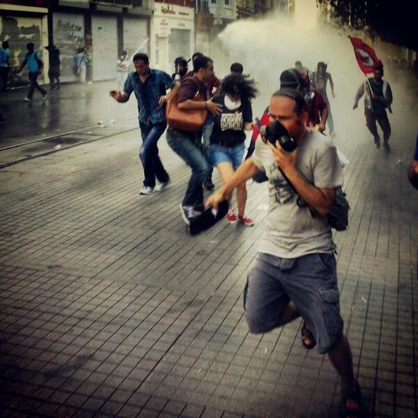 RT @AlperTurgut01: Istiklal'de... http://t.co/X19DguvSQK