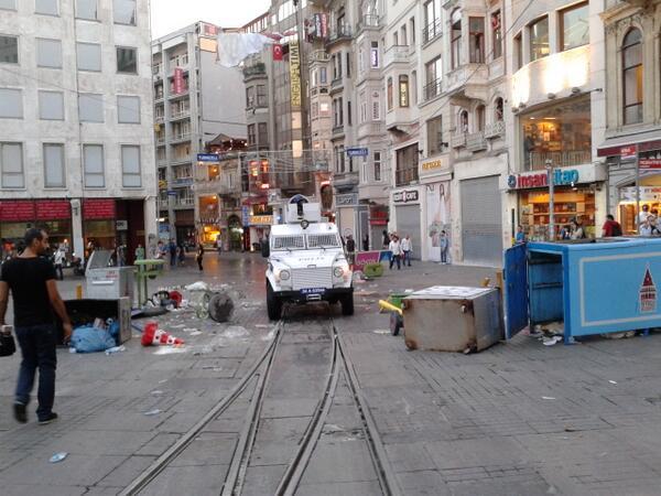 20:30 / Galatasaray Lisesi önü. http://t.co/hQEWM5nQL4 via @ismailsaymaz