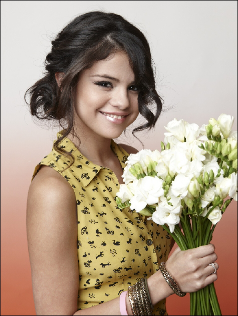 """RT @seledise: New outtake from Selena Gomez's """"Teen Vogue"""" photoshoot. #GomezUpdate http://t.co/4aI20WwSDn"""