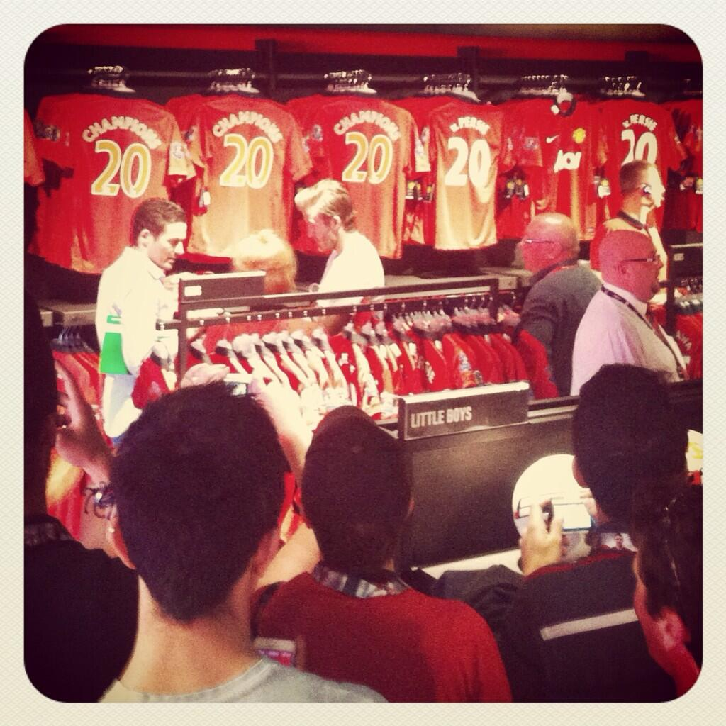 In Pictures: David Beckham gives Man United fans a thrill, shows up at the Megastore to buy apparel