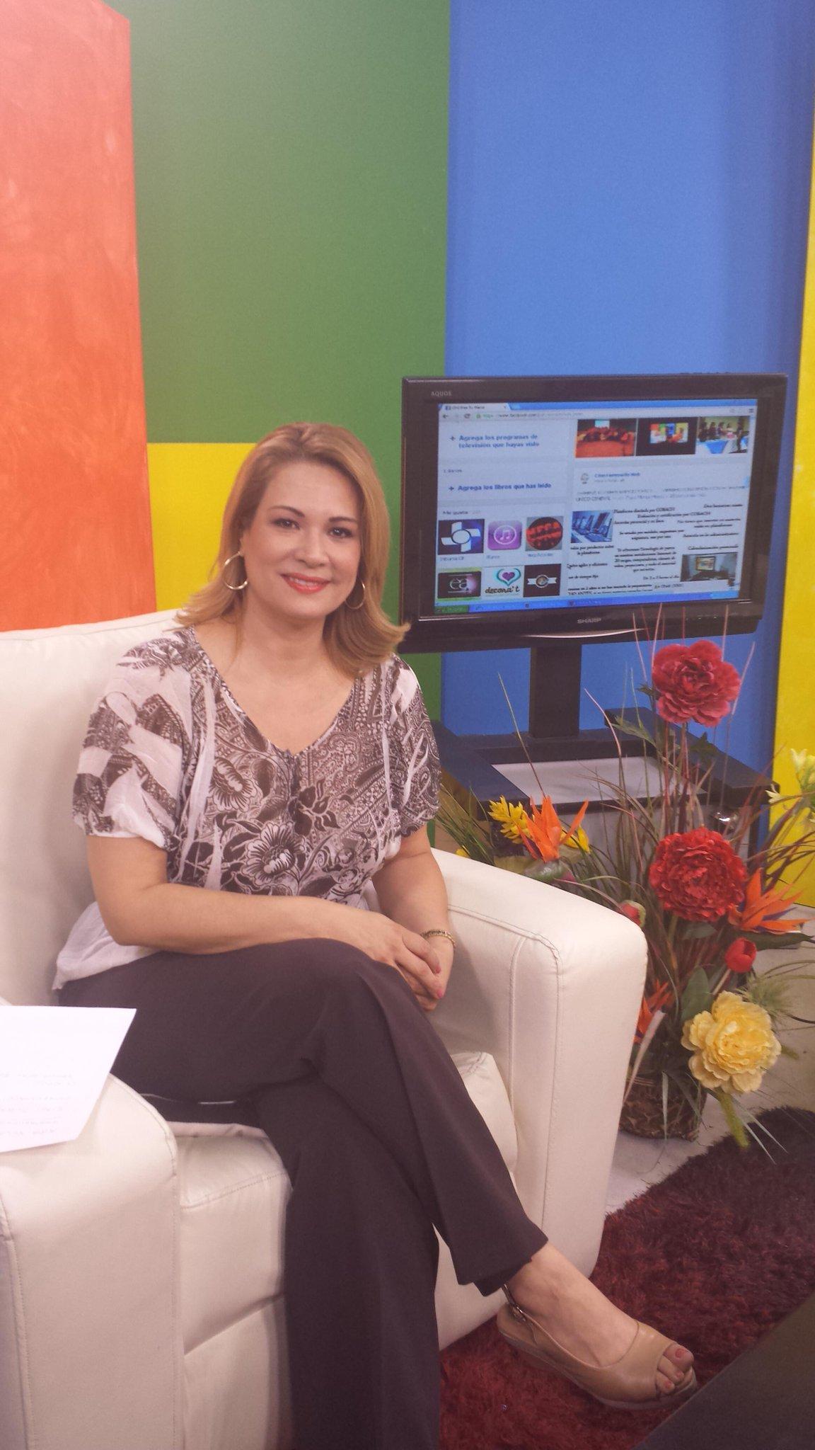 Al aire de 1 a 2pm canal 210 de megacable PON TU MARCA con Lorenia Burruel http://t.co/YbyGO9TcPP