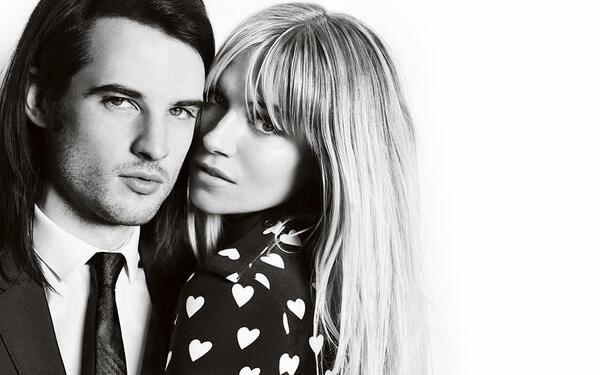 Sienna Miller cozies up with fiance Tom Sturridge for @Burberry's fall 2013 campaign. (Photo by Mario Testino) http://t.co/SQ5GEHFrXX