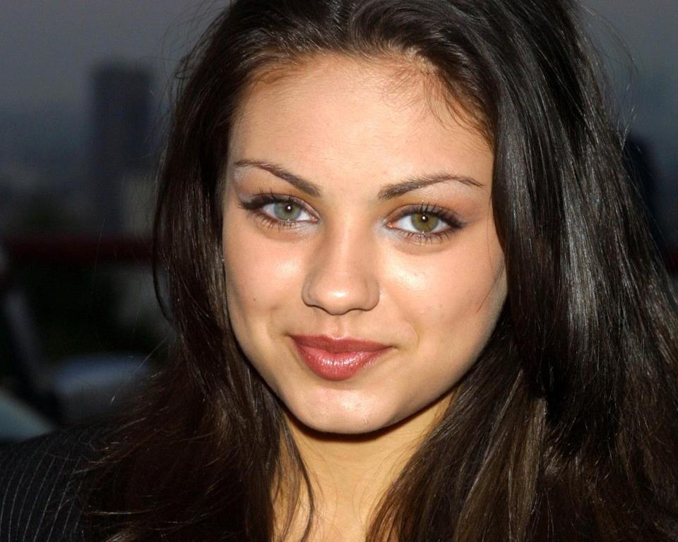 Mila Kunis Has Heterochromia -- Two different colored eyes. http://t.co/QwQxkHggTN