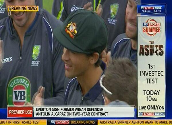 19-year-old Ashton Agar is awarded his Baggy Green after being picked to make his debut in first #Ashes Test http://t.co/cq4PiTbDdT