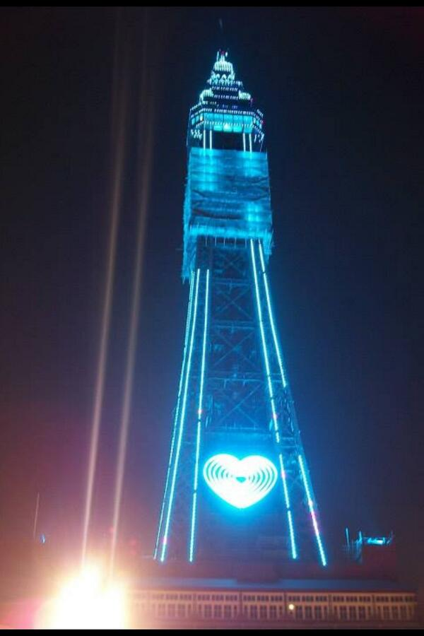 @guardian Blackpool tower shines #blue for #ItsABoy http://t.co/2kVZoPXuqE
