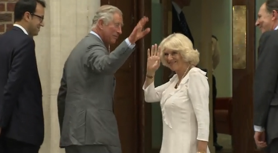 Prince Charles & Camilla just showed up to the hospital! http://t.co/PMPohhIjBT