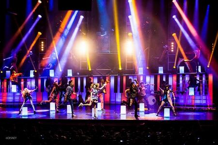 #Ahora en #ViolettaEnVivo los chicos cantan 'On Beat' ¡Un show imperdible! http://t.co/r3CHTE2wAW