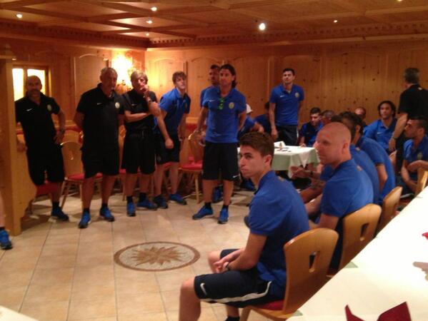 Val Ridanna 2013: squadra e staff in hotel per un saluto di benvenuto. Comincia il ritiro ufficiale! http://t.co/xNIhxVmNAp