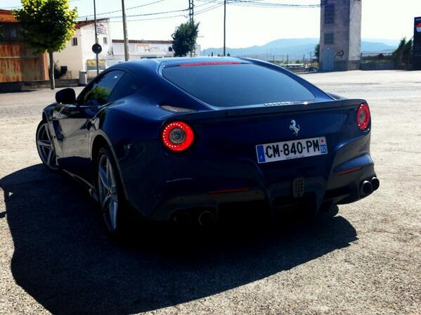 [Rodrigo Fersainz] Hoy, un gran día en el que he podido reencontrarme con el Ferrari F12. Su línea, inconfundible http://t.co/pVkUESylAS