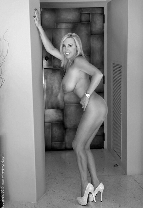 Black and White Boobies! Come see a lot more.. http://t.co/5GM63Nfyut http://t.co/Fcvxg7xfqV