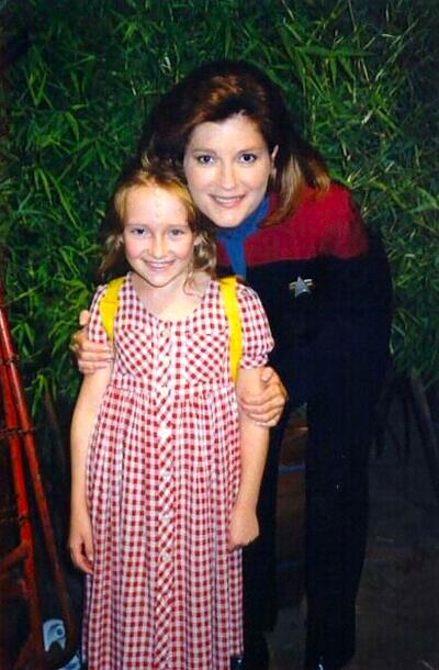 RT @TrekCore: A young Scarlett Pomers (Naomi Wildman) posing for a quick pic with Kate Mulgrew #VoyagerWeek @totallykate http://t.co/ZKeLa8LvXt
