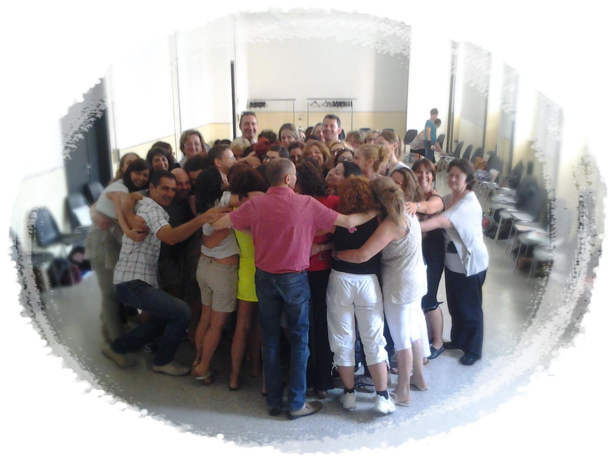 Grazie per l'abbraccio di tutti i partecipanti al laboratorio di oggi! Veronica Marsiglia. #PsicoTangoTerapia http://t.co/U1R2CBGmYl