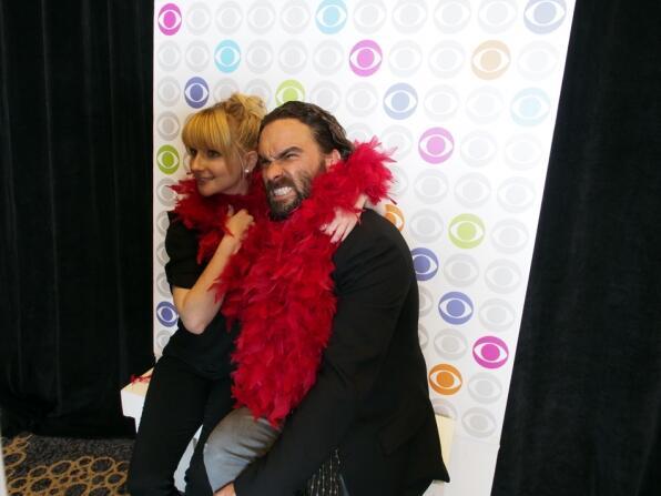 #ComicCon GIFs r in w/ @BigBang_CBS @MelissaRauch #JohnnyGalecki & @IntelligenceCBS stars: http://t.co/JjJIexG8BG! http://t.co/ly6hi0fNyn