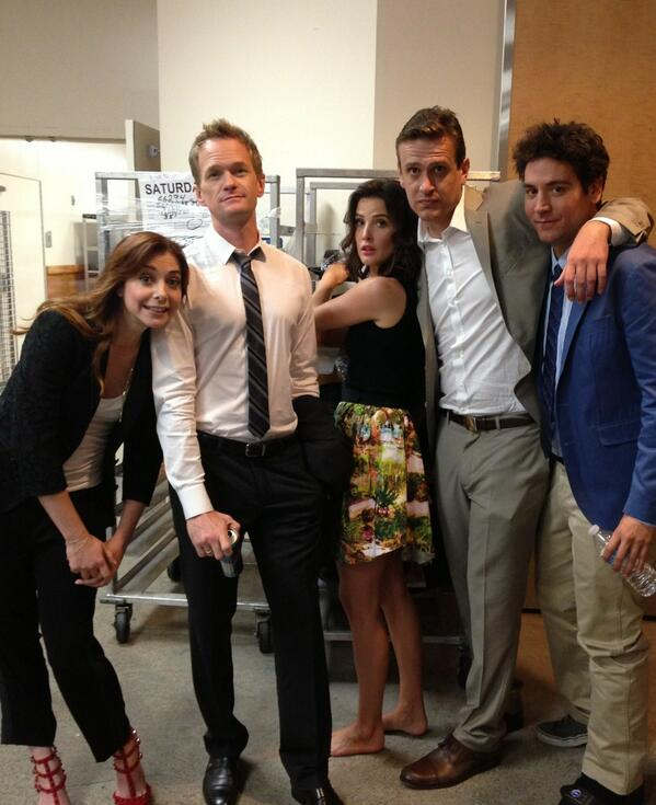 Neil Patrick Harris (@ActuallyNPH): Here's a candid pic of the HIMYM cast before going onstage at ComicCon. Love this gang. http://t.co/im23dbFSBE