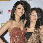 RT @rameshlaus: Here are Sisters - @shrutihaasan and #Akshara Haasan from #Filmfare red carpet.. http://t.co/6qKCVA2BE2