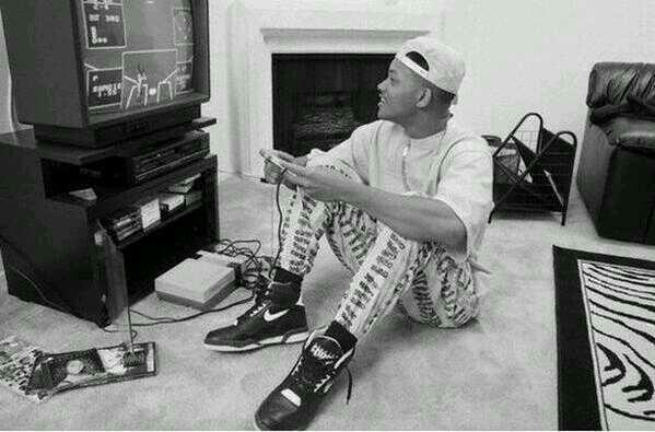 RT @HistoryInPics: The 90's in one pic: Will Smith wearing his cap backwards, a Nintendo, Nike Air's & a Mariah Carey CD http://t.co/KyQlqj3QmL