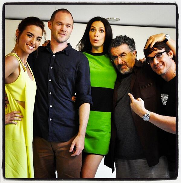 Team #WAREHOUSE13 - @Comic_Con @AaronRAshmore @allisonscag @saulrubinek #JOANNEKELLY & me. http://t.co/sSpnyTsPey