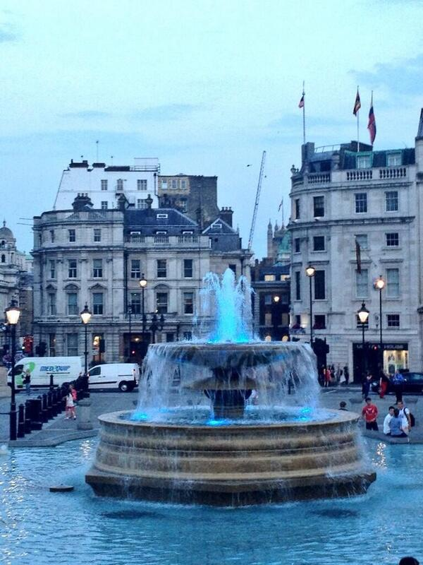 #blue fountains at #trafalgarsquare in honour of the new #prince http://t.co/b4DJuffuDJ